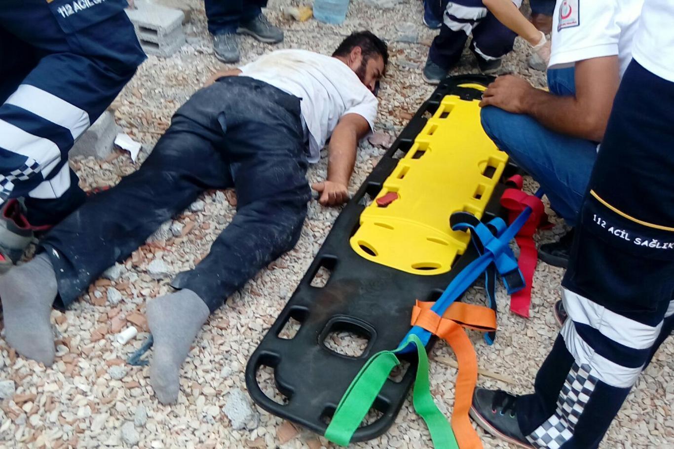 Diyarbakır Ergani'de iskeleden düşen işçi ağır yaralandı
