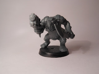 Shadow War: Armageddon ork yoof with slugga and choppa