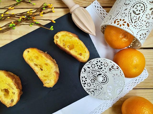 Torrijas de naranja. Receta de Cuaresma y Semana Santa. Postres tradicionales. Almíbar. Miel. Repostería de sartén. Cuca
