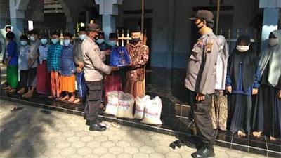 Polsek Kutowinangun Bagikan Bantuan Beras ke Ponpes dan Warga