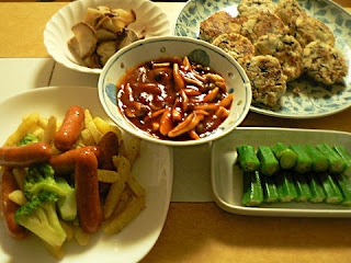 夕食の献立 おからハンバーグ  チョリソー野菜炒め オクラ いぶりがっこ