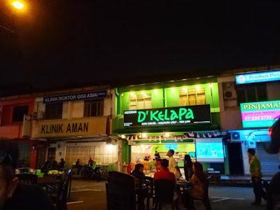 Makan Malam Di Restoran D'Kelapa, Tampoi