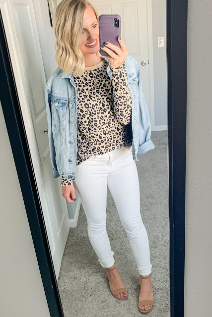 Leopard t-shirt with white jeans and denim jacket #leopardtshirt #whitejeans #denimjacket