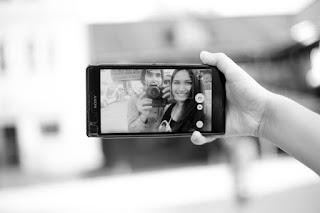 6 Cara Agar Lebih Percaya Diri Berbicara di Depan Kamera