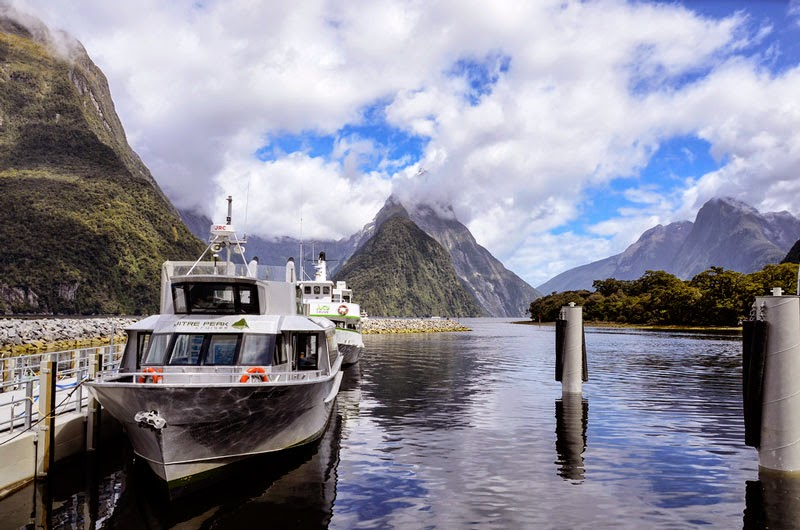 2. Milford Sound, New Zealand - 7 Amazing Views That Make You Stop and Appreciate Life