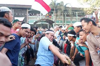 Indonesia VS Malaysia; Penonton Turun Ke Lapangan