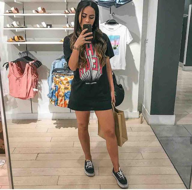 Camisa vestido e tênis vans