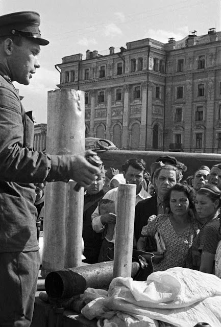 Soviet civil defense in Moscow, 1 September 1941 worldwartwo.filminspector.com