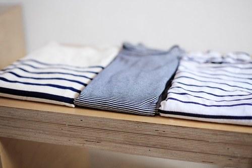 bluzka w paski, granat z czerwienią, marynarski styl, marynarskie paski, męski styl, porady stylisty, trendy, lato, stylizacje,