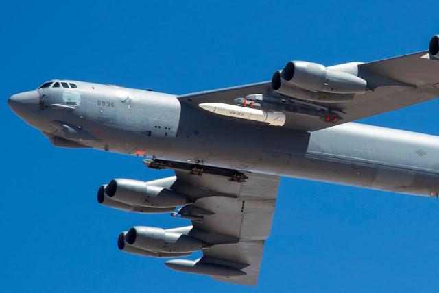 Lộ diện vũ khí siêu thanh AGM-183A được mang trên Máy Bay B-52