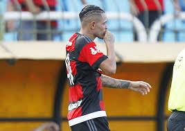 Flamengo: Thiago Santos rompe ligamento do joelho nas férias