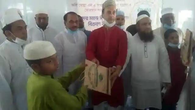 টঙ্গীতে মাদ্রাসা ছাত্রদের মাঝে ঈদ উপহার ও ইফতার বিতরণ
