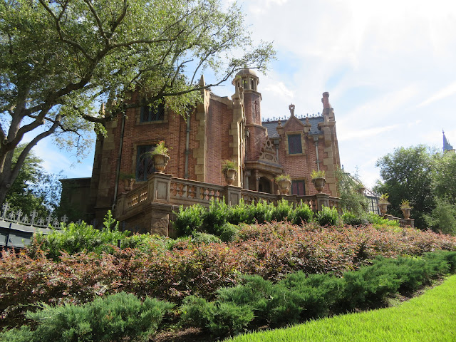 Haunted Mansion Exterior Liberty Square Disney World