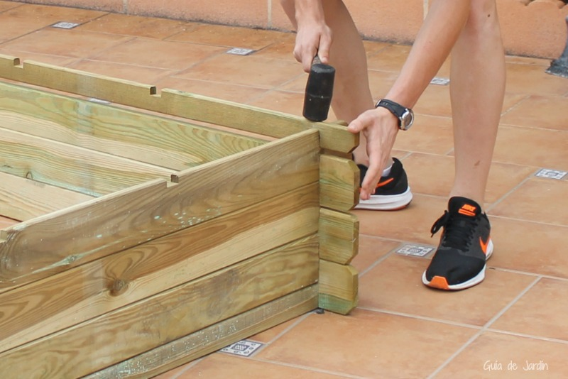 para huertos sobre terrazas o terrenos pavimentados se utiliza una malla porosa que viene en el kit con cada estructura para clavarla en los laterales del - Huertos En Terrazas