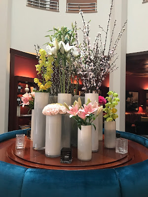 The Charles Hotel Munich, flowers, flower arrangement at the bar
