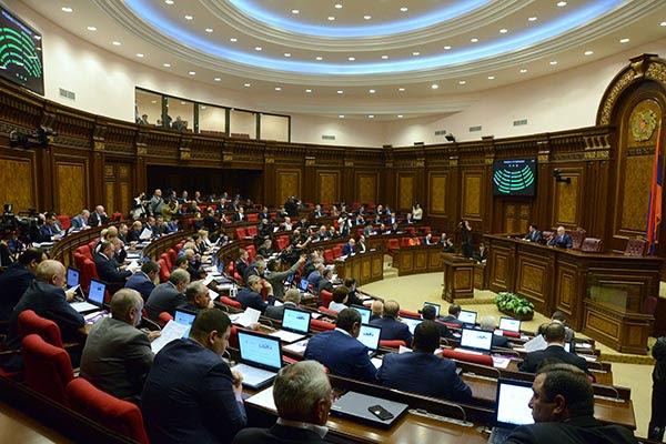 El presidente armenio vuelve a nombrar a otros cuatro ministros del gabinete