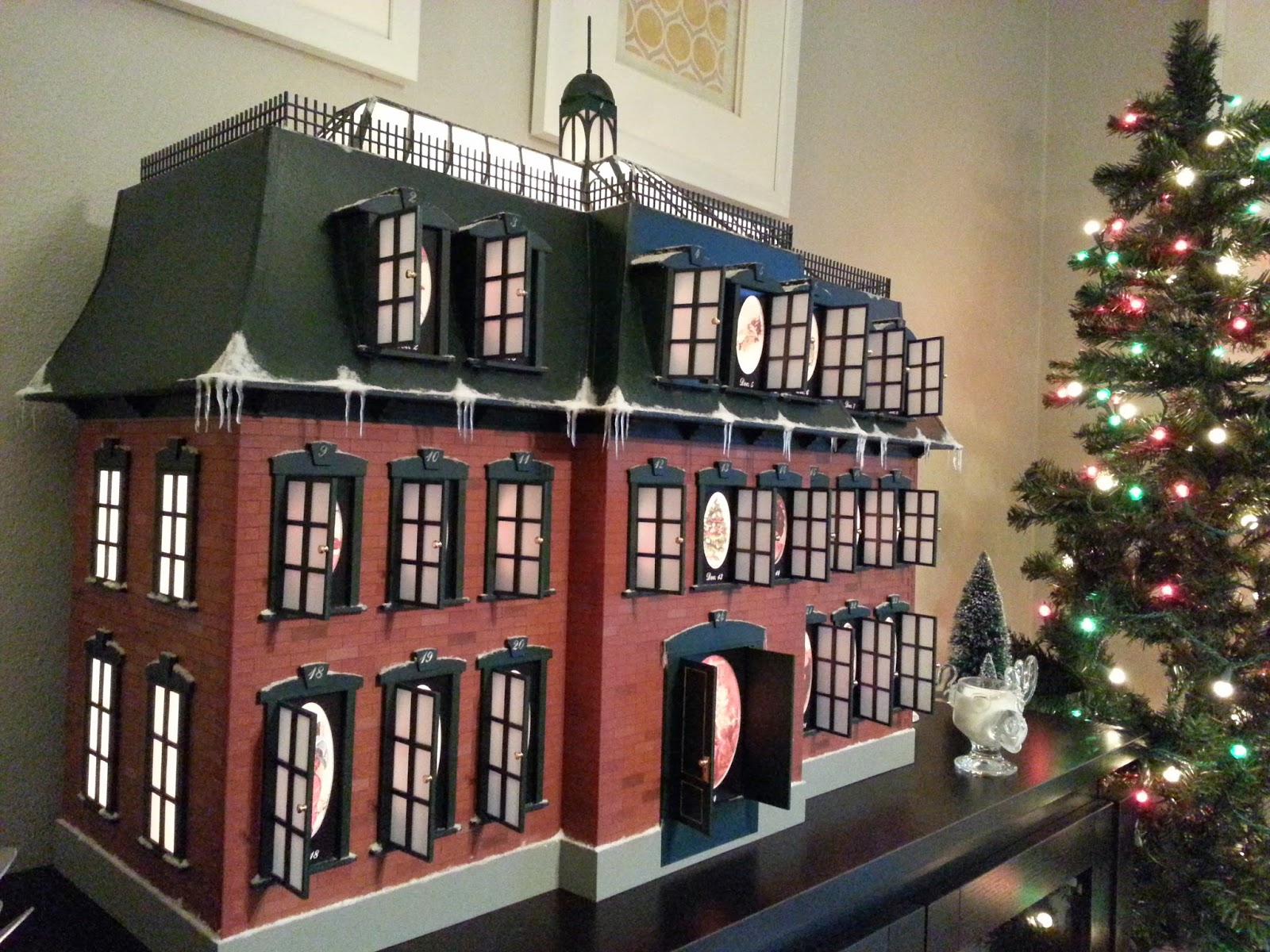 Christmas Vacation Advent House Calendar.Tiger Mountain Christmas Advent House