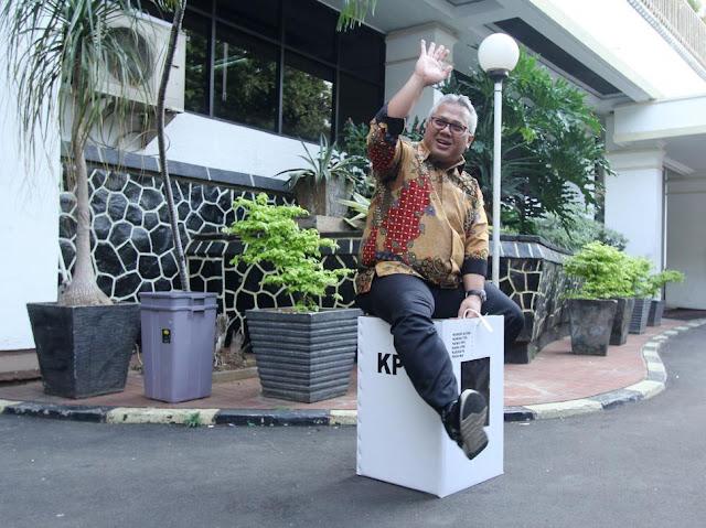 Hore, Ketua KPU Dipecat