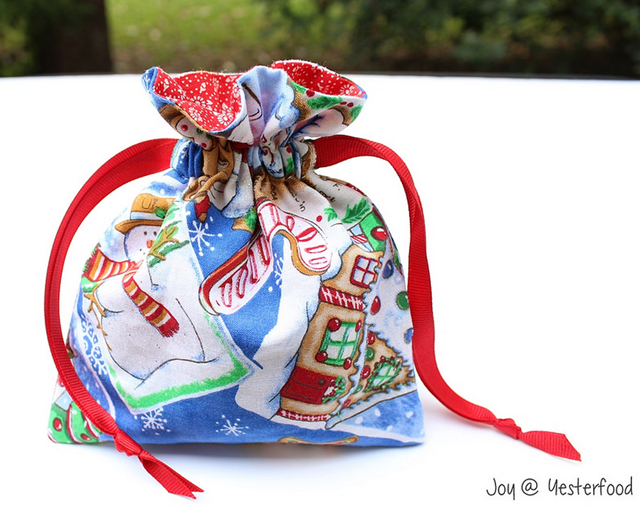 Reusable Drawstring Gift Bag... sewn by Yesterfood  using a tutorial by Threading My Way