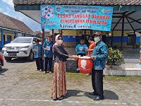 Edukasi Pola Hidup Bersih dan Sehat, Dr. Tantri Bagikan Sarana Cuci Tangan Kolektif