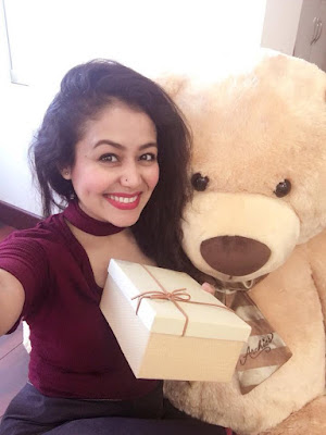 Indian Singer Neha Kakkar Selfi HD Photos