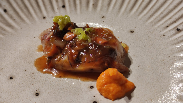 peus de porc amb romesco, alls tendres i bolets restaurant avenir roger viñas