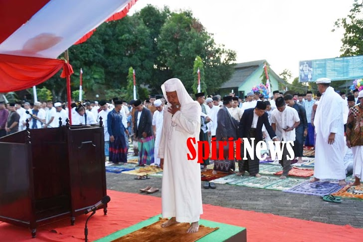 Personel Korem 141/Tp, Laksanakan Sholat Idul Adha Bersama Masyarakat