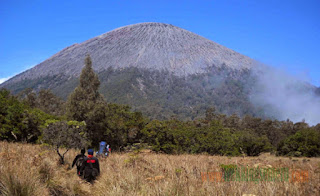 Climbing the peak of Mt Semeru Without stay at Hotel