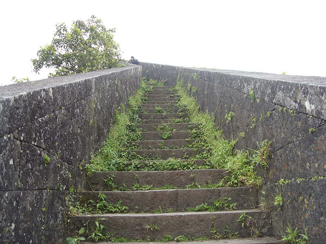 Kedareshwar Mandir stairs purandar fort information