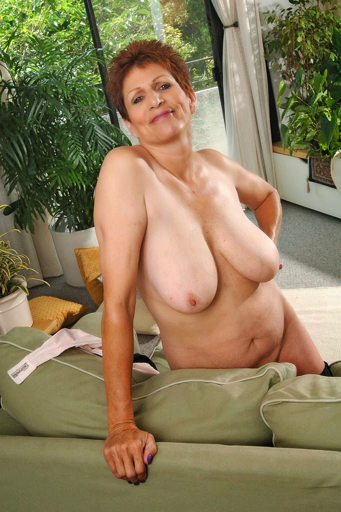 Busty housewife alesia pleasure is swallowing a stiff cock 5