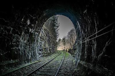 Terowongan Kereta Angker.jpg