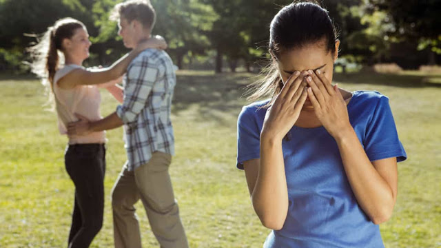 Mi ex tiene pareja, por qué nos quedamos atados a nuestros ex, me afecta que mi ex tenga pareja, qué debo de hacer si mi ex tiene pareja, miedo a conocer a gente