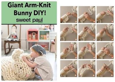 Conejo gigante amigurumi tejido con los brazos de Anne Weil