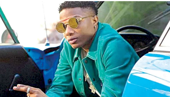 Women's reacts at wizkid for saying that his future wife must propose to him on knees