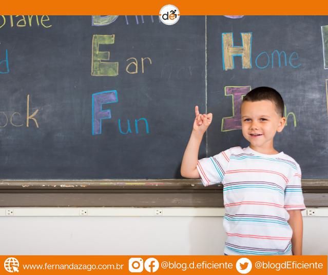 Rede pública de MG terá escolas com ensino de língua de sinais