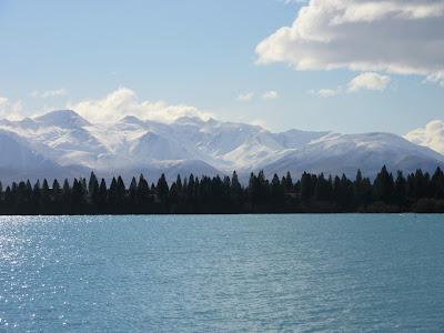 Lago Ruataniwha a las afueras de Twizel y los Alpes del Sur, en Nueva Zelanda