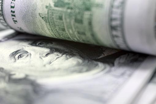 Доллар снижается, так как склонность к риску на мировых финансовых рынках усилилась