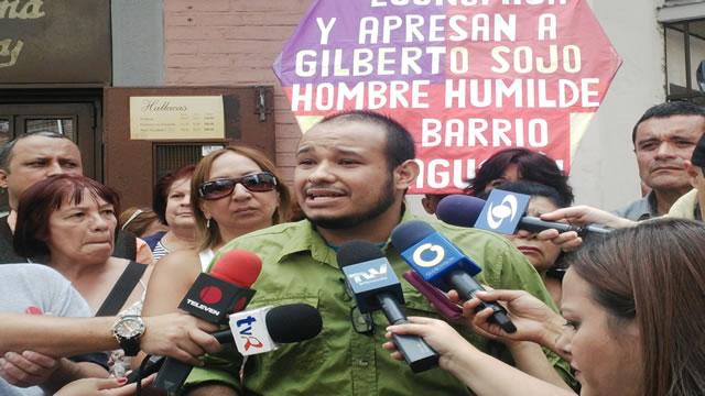 Caraqueños llaman a protestar contra golpe del TSJ desde las colas de hambre