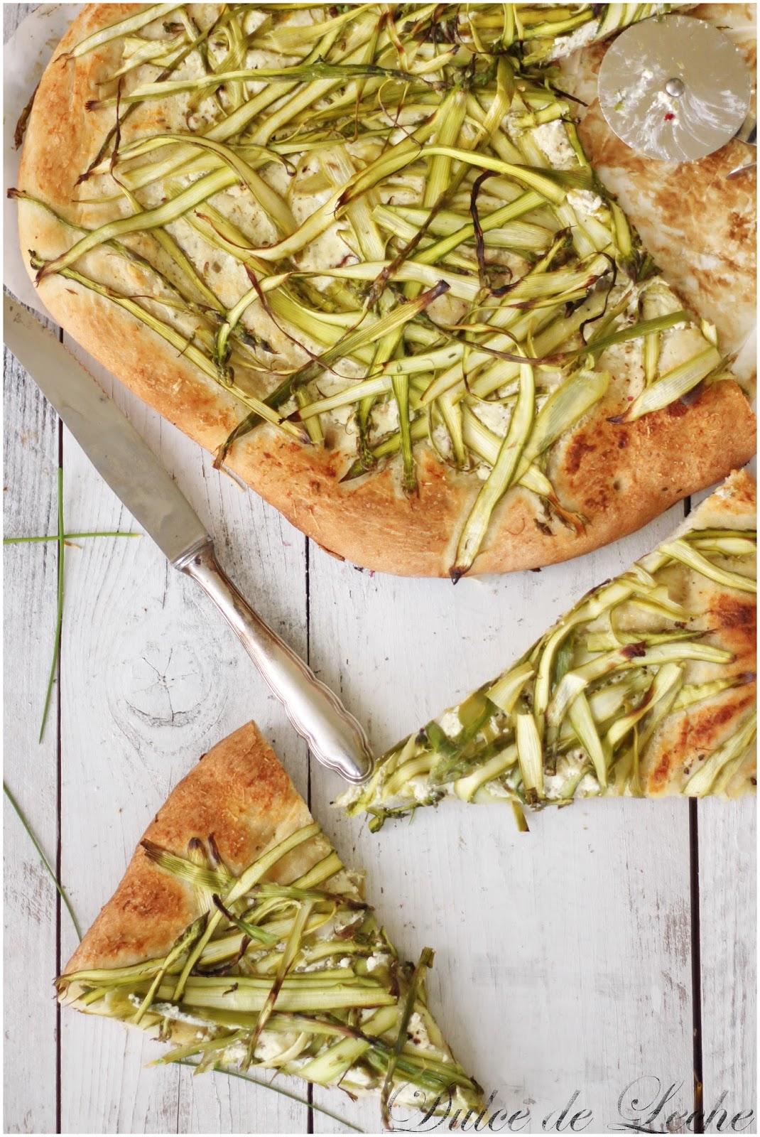 Pizza so špargľou a bylinkovou ricottou