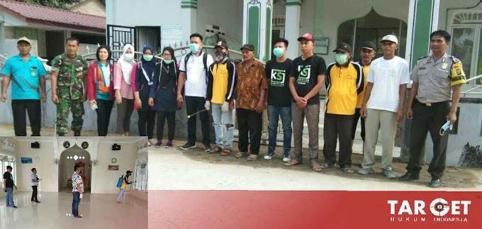 Ahmad Yani Bersama Tim Lakukan Penyemprotan Disinfektan di Masjid Gunung Bandung