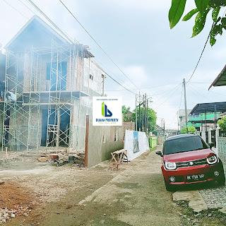 Jalan Di Depan Rumah Desain Kontemporer - 2 Lantai - Di Karya Kasih Medan Johor - Perumahan Kasih Lima