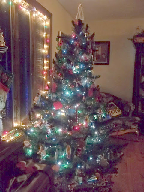 Heirloom Decorated Christmas Tree with Lights
