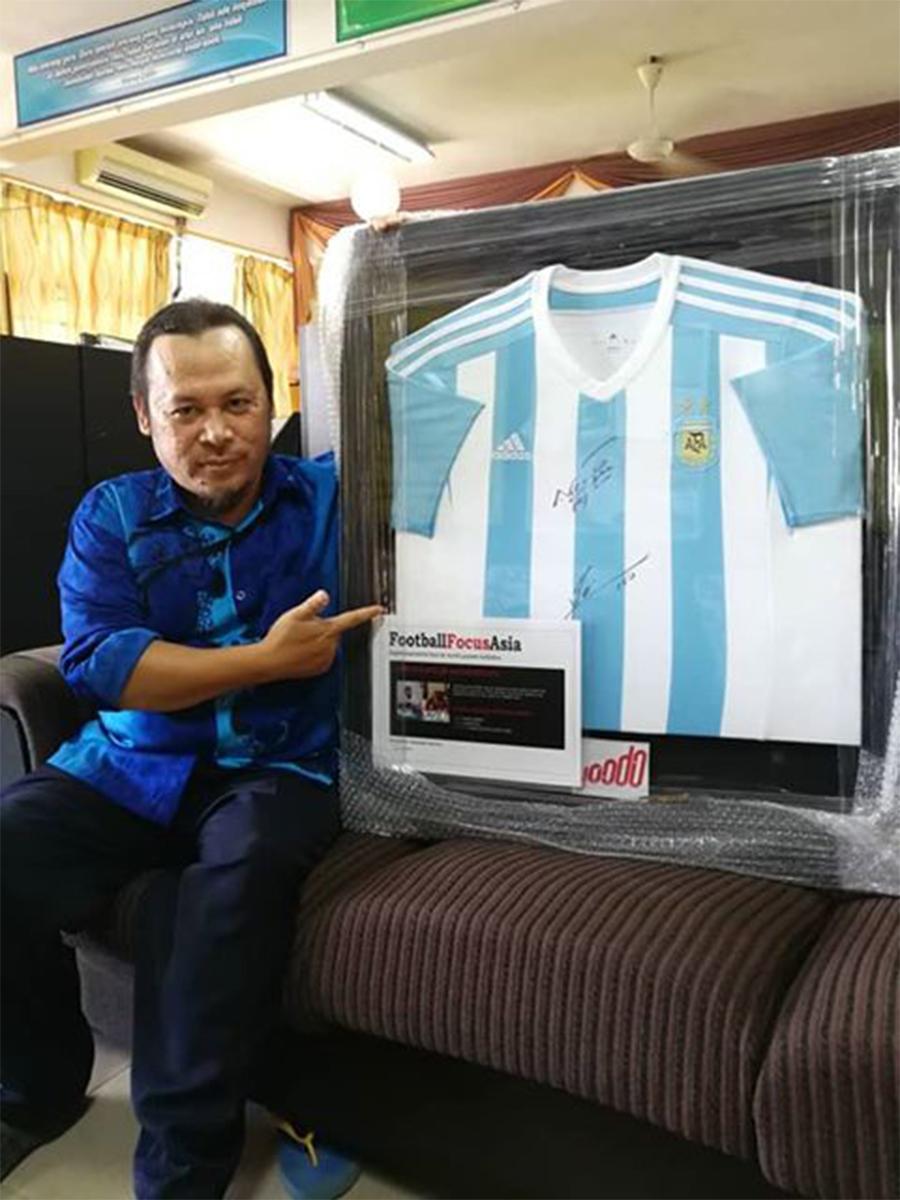 Tahniah! Yoodo Umum Pemenang Jersi Bola Sepak Ditandatangani Oleh Bintang Bola Sepak Dunia