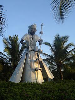 Oração dos quatro elementos pra o Pai Oxalá - Imagem: Isha/Wikimedia Commons: Estatua de Oxalá en Costa do Sauípe, Bahía, Brasil (CC BY 3.0)