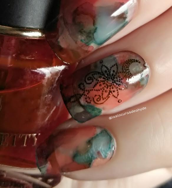 detalle de nail art efecto acuarela