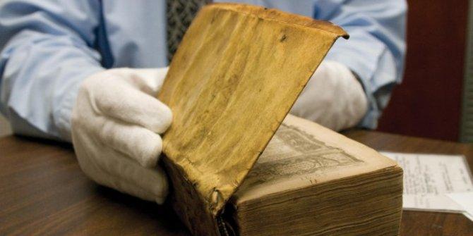 Misteri Buku Bersampul Kulit yang Mengeluarkan Suara Teriakan