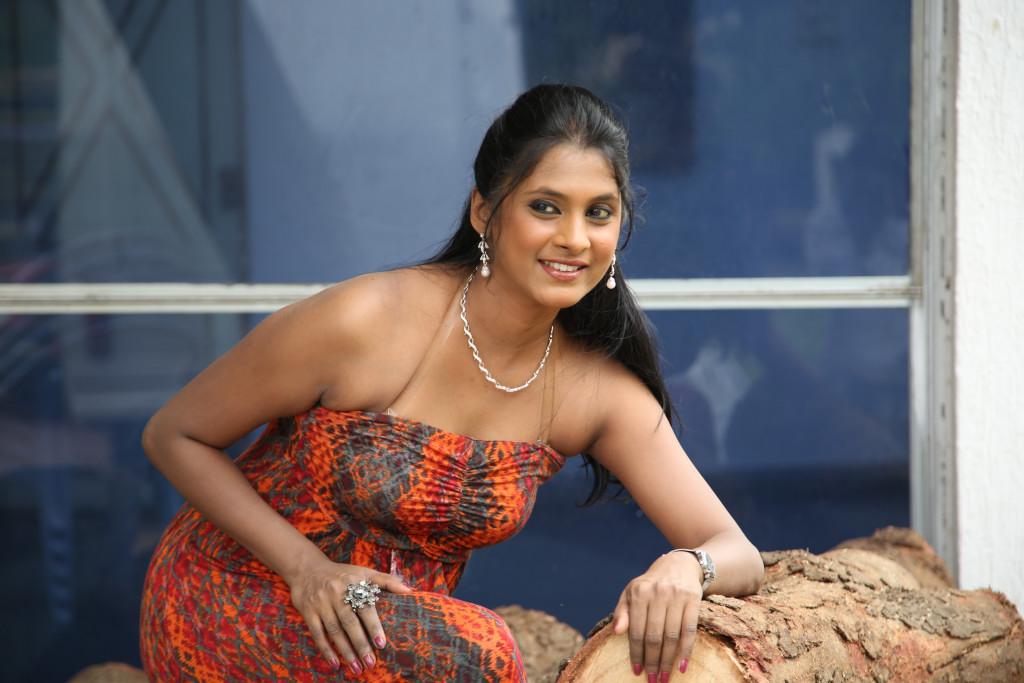 Cute and Pleasing Puvisha manoharan at ikat art melaphoto gallery
