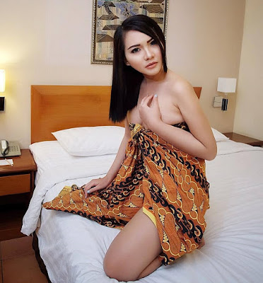 Download Foto si Cantik Sexy Vee Moon, Model Indonesia Sexy Photography | www.zone.downloadmajalah.com