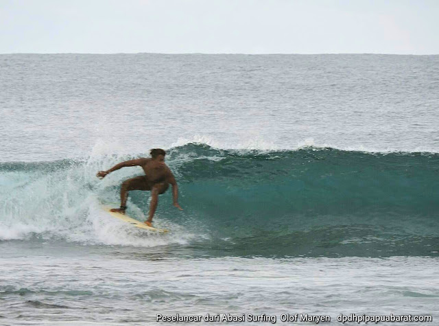 Wisata Selancar air di Pantai Abasi Wave Surfing holiday in Manokwari