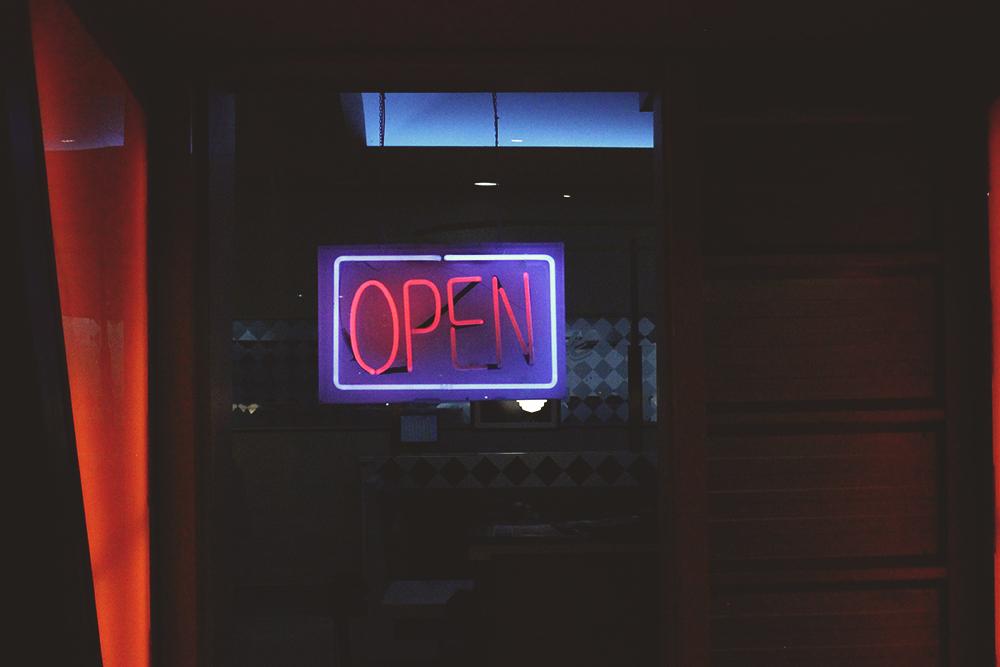 placa neon open
